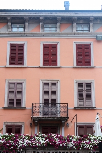 Windows in Salò