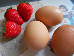 Eggs and Strawberries for Sbrisolona